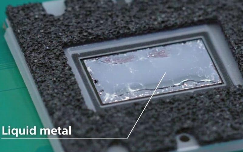 PS5のメインプロセッサーの冷却に液体金属の熱伝導材料を採用した(出所:SIE公式の分解動画)