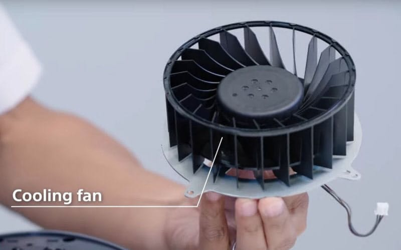 PS5の冷却ファン(出所:SIE公式の分解動画)