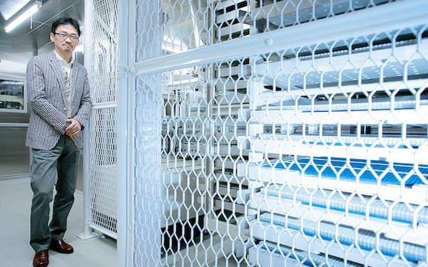 バイオバンク・ジャパンの運営に携わる東京大学大学院新領域創成科学研究科の松田浩一教授。「DNA保管倉庫」のセキュリティには万全を期している