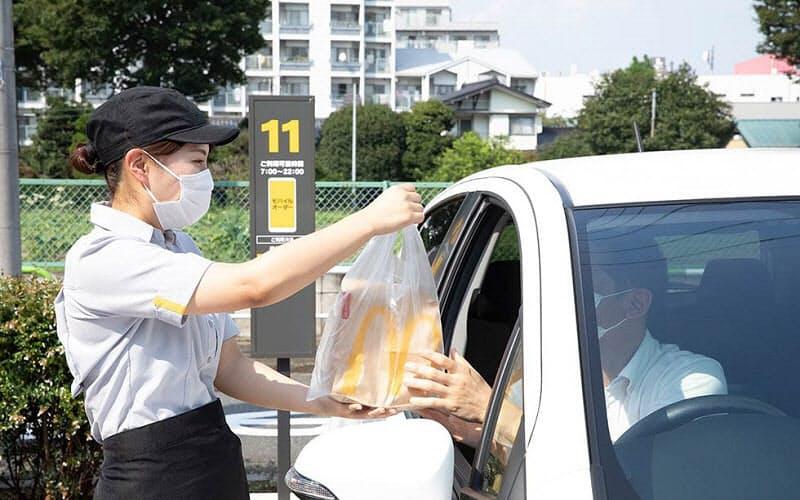日本マクドナルドは「モバイルオーダー」を年末までに約300店舗に展開する。車の中で注文を済ませて事前決済したら、あとは車内で待つだけでよいのがメリットだ