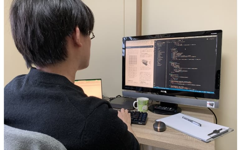 北海道在住の20代男性はプログラミング技術を生かして副業を開始した