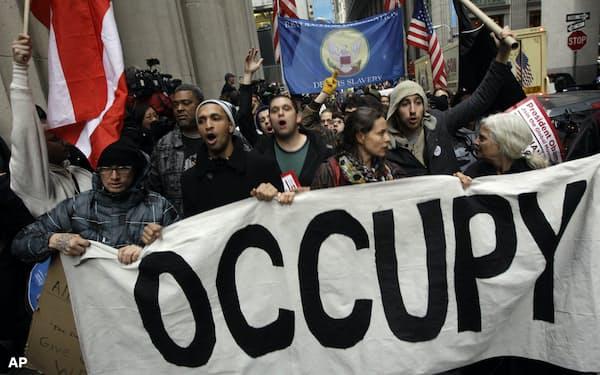 左派と金融界の因縁は2011年9月にニューヨーク市内で始まった「ウォール街を占拠せよ」運動が発端だ=AP