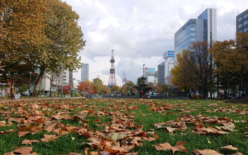 北海道は札幌市民に不要不急の外出自粛を求めている(大通公園)