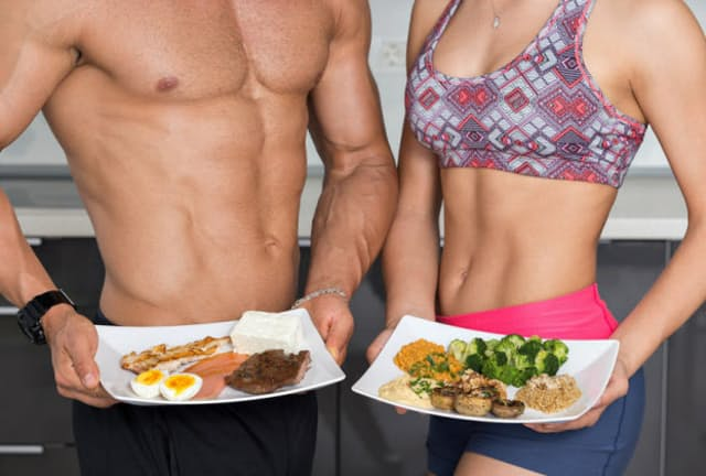 筋肉は20~30代をピークに減りはじめるが、最近のコロナ禍による活動量の低下もあり、筋肉減少には拍車がかかるという。筋肉維持には、やはりたんぱく質が必要。(c)fotomircea-123RF