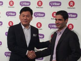 Viber Mediaの買収を発表した楽天の三木谷浩史代表取締役会長兼社長(左)とViber Mediaの共同創業者でCEOのTalmon Marco氏