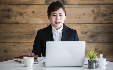 リアル面接なら合格する候補者がウェブ面接では不合格になることも。写真はイメージ