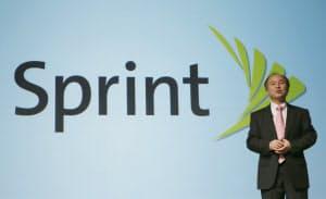 ソフトバンクの孫正義社長は、米スプリントに続きLINEの買収も検討しているとされる(12日、東京都港区)