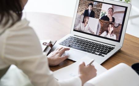 同時に複数が話しにくいオンラインでは聞くことを楽しむ意識が重要。写真はイメージ
