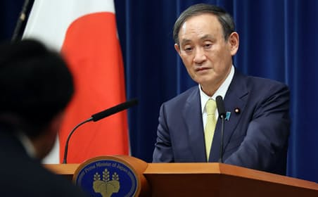 記者会見の菅首相(4日、首相官邸で)