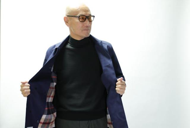 ファッションディレクターの森岡弘さん。コートは三陽商会「マッキントッシュ フィロソフィー」のステンカラーコート