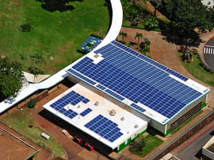 ハワイ州の公立校に導入した太陽光発電システム(出所:米国ハワイ州教育省)