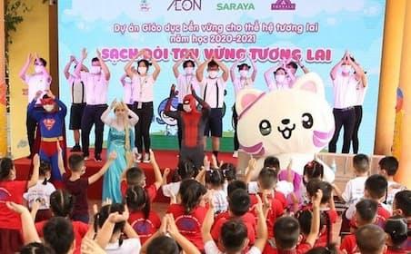 人気ヒーローにふんしてわかりやすく手洗いの方法を教える(ベトナム・ハイフォン市)
