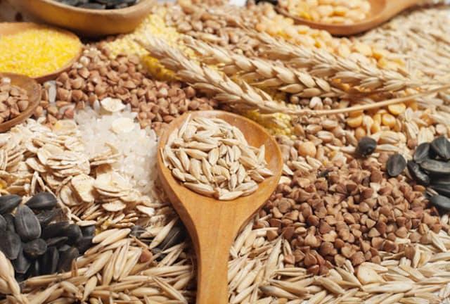 全粒穀物とは、玄米や全粒粉、大麦やオーツ麦、ライ麦などの未精製の穀物のこと。(c)ghenadii boiko-123RF