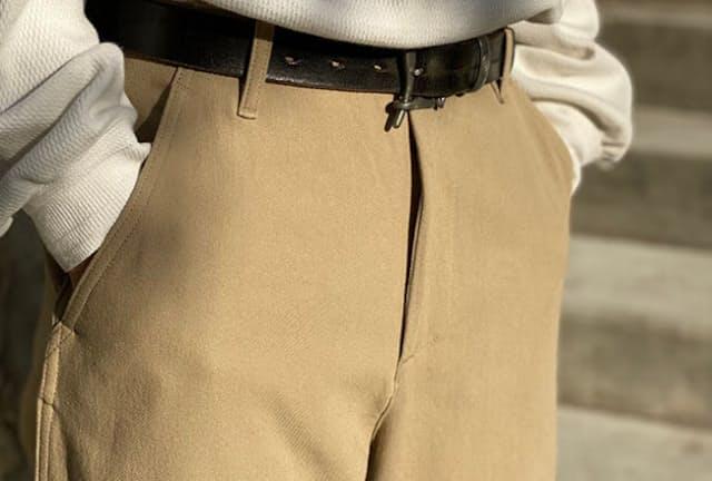 ファッションアイテムとして「定番」のチノパン。さまざまな素材やデザインの商品がある