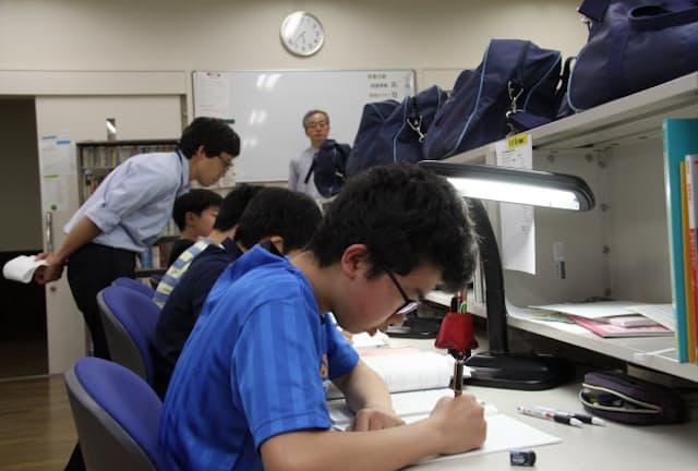 学内にある宿泊施設での合宿から大阪星光学院での6年間が始まる(学校提供)