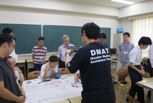 ほしゼミ「DMATによる緊急時の院内をシミュレーションする実習」(学校提供)