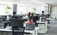 ダジャレも正しく使えば職場の一体感をうむきっかけになる。写真はイメージ