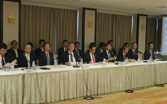 15日に開催した情報通信審議会のヒアリングには大手通信4社の幹部が出席した