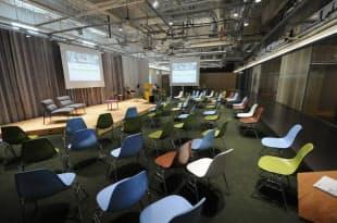6階のイベントスペース「KOILスタジオ」。起業家向けのセミナーなどが毎日のように開催されている