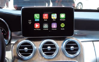 図1 「84th Geneva International Motor Show」で展示された「CarPlay」