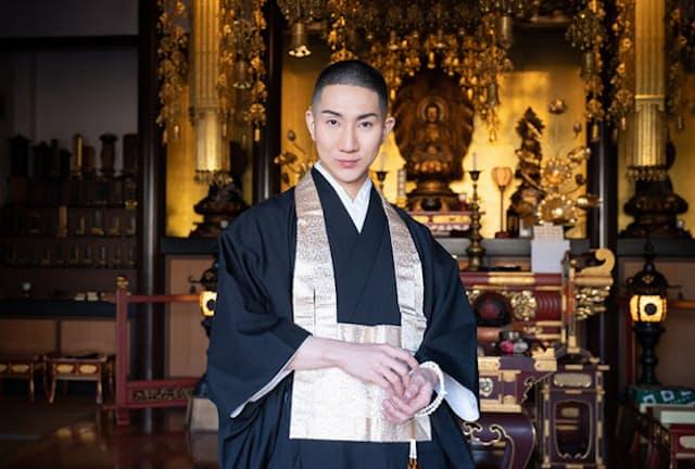 LGBTQの僧侶で、メイクアップアーティストの西村宏堂さん