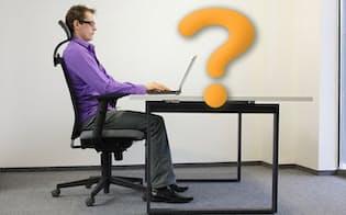 人間工学に基づいた高価なイスでも、座りっぱなしで仕事を続けると、体が疲れてしまう。写真はイメージ (c)Marcin Balcerzak-123RF