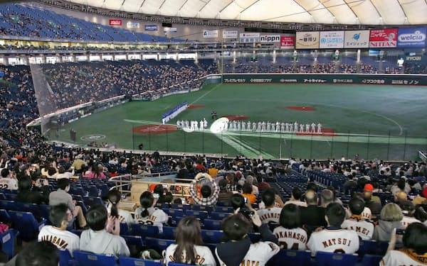 プロ野球は緊急事態宣言の発令中は対象地域内での試合を原則無観客とする=共同