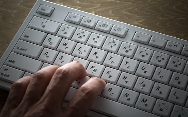 警告を真に受けて安易にボタンを押してはいけない(写真はイメージ=PIXTA)