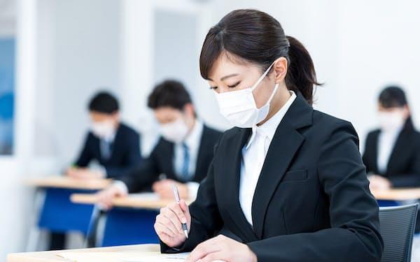コロナ下での就活にはマスク着用など変化が大きい(写真はイメージ)=PIXTA