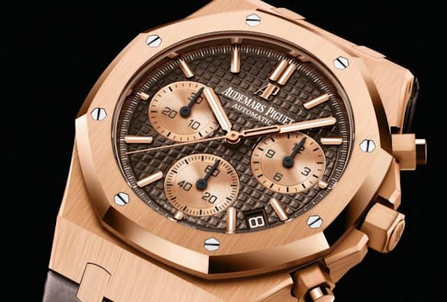 高度な技術を使った複雑な機構と美しいデザインを持つ時計は、リーダーの手元にふさわしい