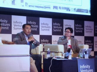 ヤフーの小沢隆生執行役員(左)とLINEの舛田淳上級執行役員がプラットフォーム(基盤)の主導権争いの今後を占った
