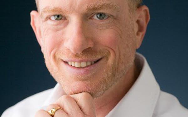 米国ボストン市生まれ。戦略コンサルティング会社、レランサ(東京・千代田)の社長。国際経営学修士(MBA)とコンピューターサイエンス博士号を取得。