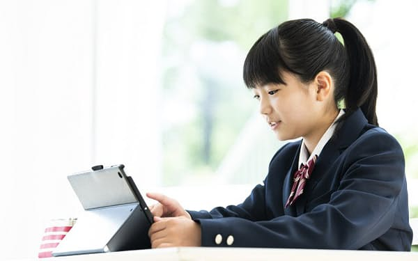 高校版GIGAスクール構想による端末整備が本格的に始まったが、課題も多い(写真はイメージ=PIXTA)