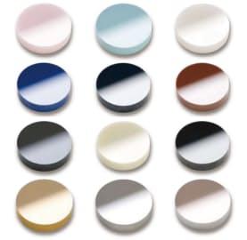 ジルコニアとサーメット(下の3つ)の色見本。ジルコニアはパールのような輝きが特徴