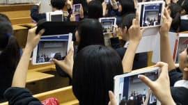 品川女子学院の高校2年生は全員が「iPad mini」を持つ