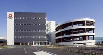 図1 大和ハウス工業が2013年12月に竣工したマルチテナント型の物流センター「DPL相模原」。同社と内田洋行が共同開発した設備管理システム「D-LEMS」を導入して、2014年4月~2015年3月の期間で実証実験を行っている