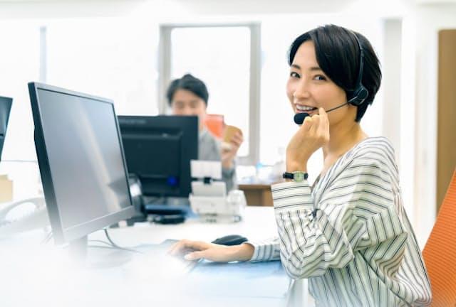 電話やネットを駆使するインサイドセールスは営業の新たな軸に(写真はイメージ) =PIXTA