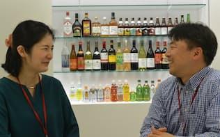 5歳の子どもを育てているキリンビールの小野理恵子さん(左)と上司の渡辺謙信さん※撮影時のみマスクを外していただきました(以下同)