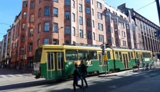 ヘルシンキ市内の様子。100年以上前の建物も多いが内部は改装され、外からではどんな企業が入居しているのかわからないことも多い