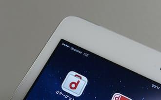 10日に発売されたドコモ版のiPadではキャリアとしてドコモが表示されると同時にdマーケットなどの独自メニューが表示される