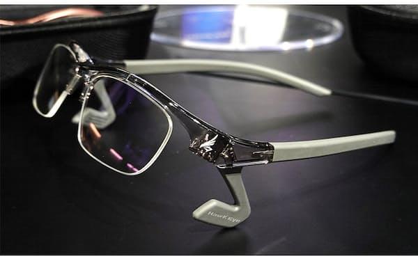 鼻あてのない構造が特徴の、NTTe-Sportsのゲーミンググラス「HawkEye」。価格は2万4200円(税込み)