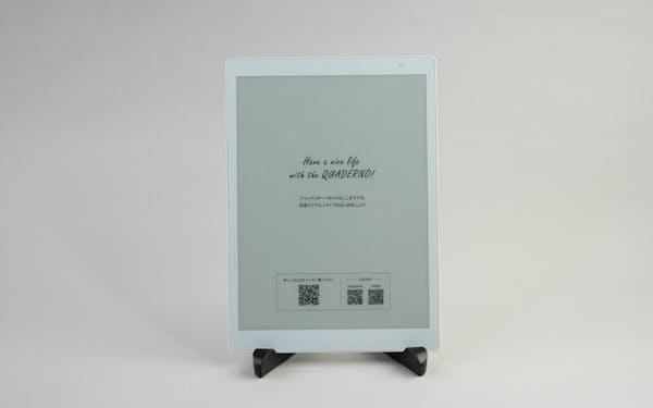 富士通クライアントコンピューティングが7月に発売したノートデバイス「QUADERNO(クアデルノ)」