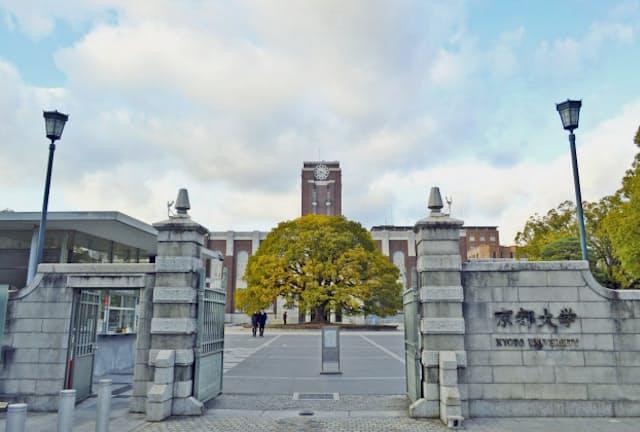 東大ではなく京大を狙う受験生も増えている(京大正門、写真はPIXTA)