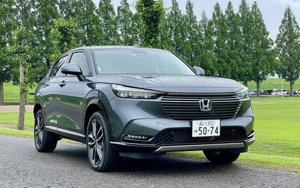 発売されるや人気モデルとなった2代目ホンダヴェゼル。ガソリンモデルは227万9200円(税込み、以下同)から、「e:HEV」(ハイブリッド)モデルは265万8700円から