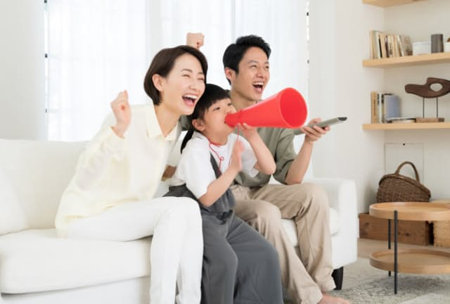 テレビでのスポーツ観戦では実況の表現力が楽しさを左右する(写真はイメージ) =PIXTA