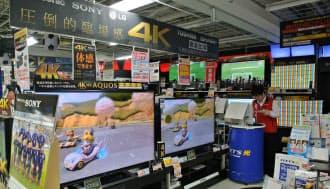 図3 売り場の目立つところに4Kテレビが並ぶ(東京・豊島のビックカメラ池袋本店)