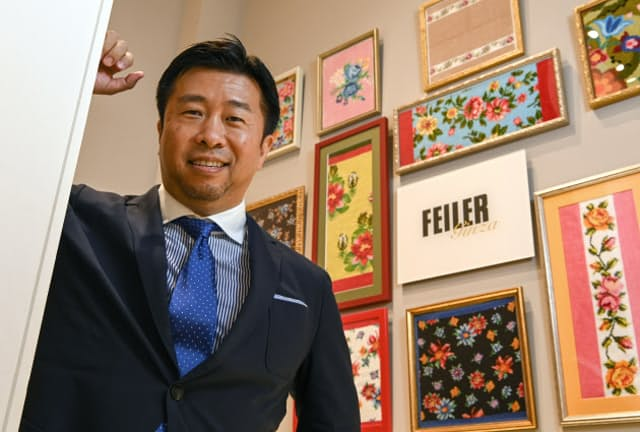 フェイラージャパン社長の川部将士さんは、フェイラーが日本進出を果たした年と同じ1972年生まれ。顧客層の若返りのために次々と仕掛けた取り組みが当たり、快進撃を続けている(東京都中央区のフェイラー銀座本店)