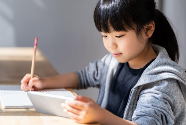 スマートフォンやタブレットも使い方次第で有力な学習用ツールになる(写真はイメージ)