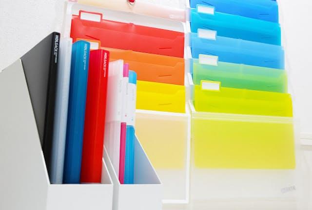壁掛けタイプや収納力が高いものなど多彩なファイル