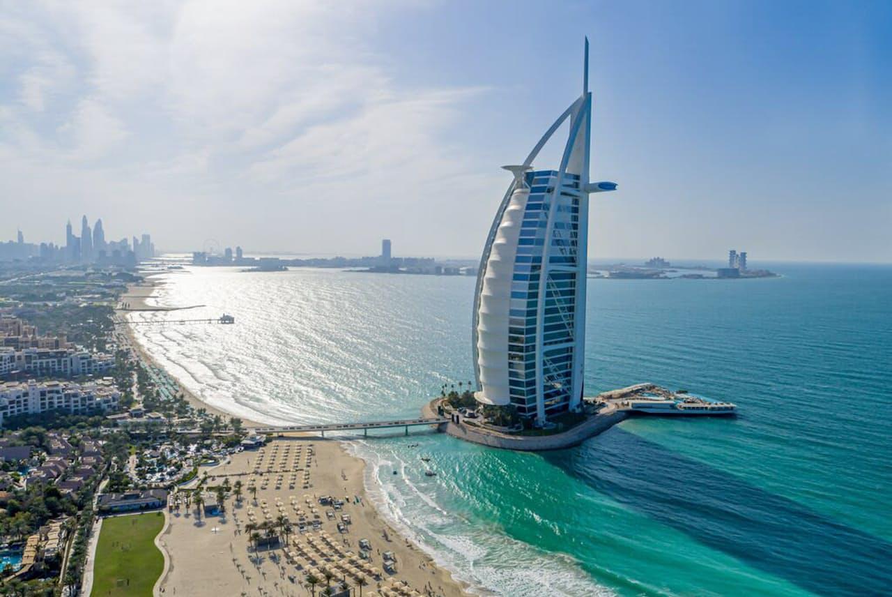 ドバイのアイコンの一つである最高級ホテル「バージュ・アル・ アラブ」